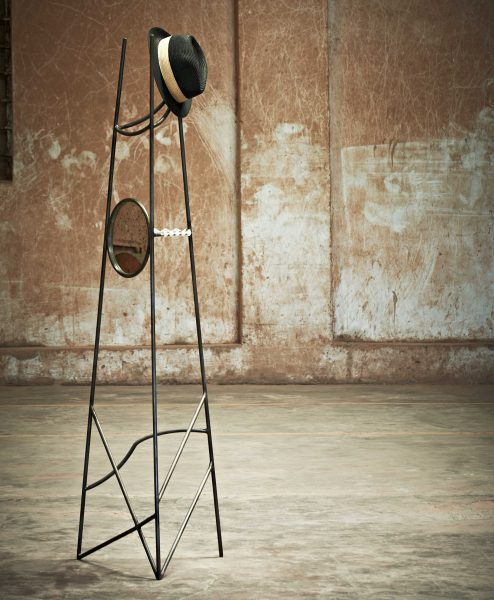 HAT-STAND_001