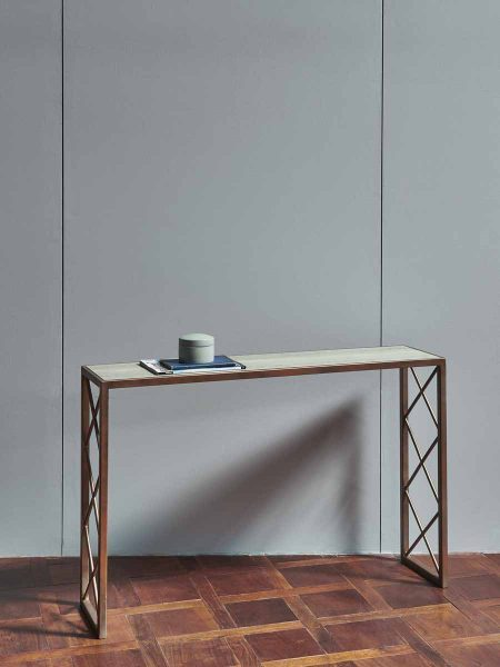 HATCH_CONSOLE_TABLE_003-450x600
